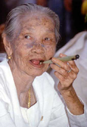 thai old lady smoking-AsiaPhotoStock