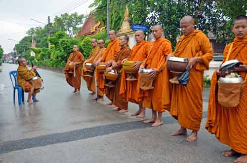 alms in thailand-AsiaPhotoStock