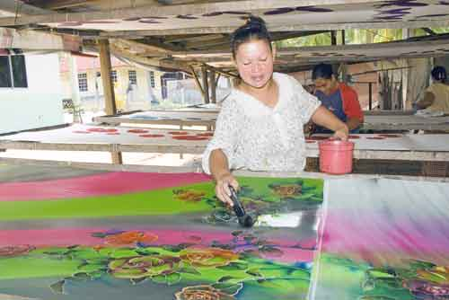 batik painter-AsiaPhotoStock