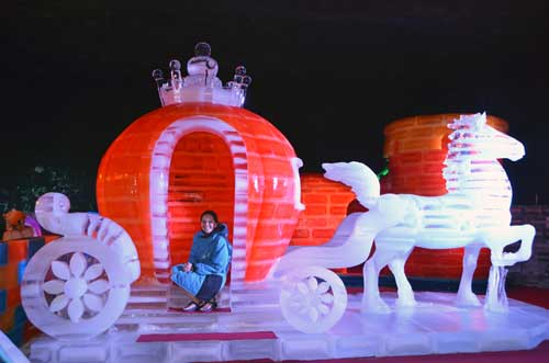 carriage ice dome-AsiaPhotoStock