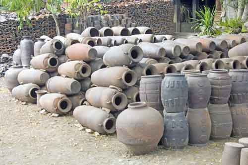 earthern ware jars-AsiaPhotoStock