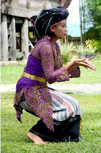 dancer batak-AsiaPhotoStock