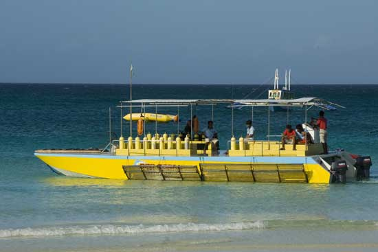 dive boat-AsiaPhotoStock