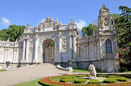 dolmabahce gate-AsiaPhotoStock