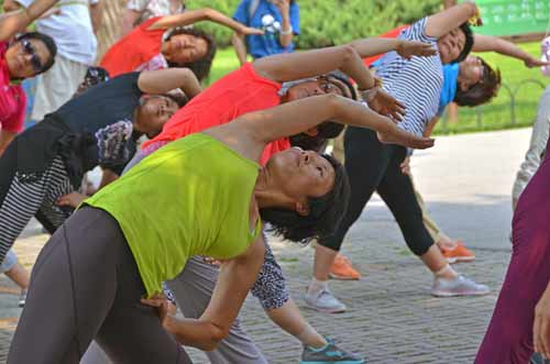 exercise bend-AsiaPhotoStock
