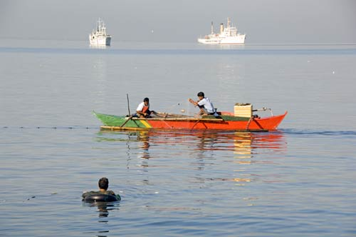 fishing in manila bay-AsiaPhotoStock