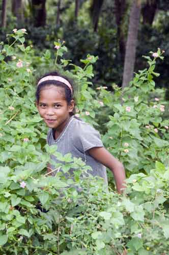 girl in woods-AsiaPhotoStock