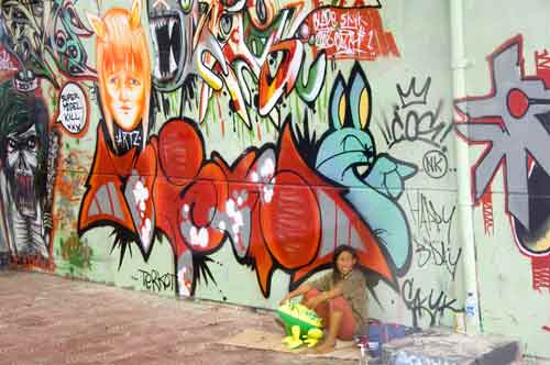 graffiti woman-AsiaPhotoStock