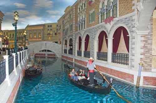 grand canal-AsiaPhotoStock