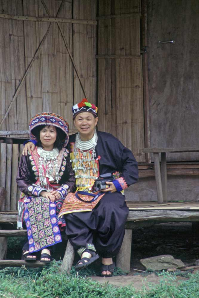 hmong couple-AsiaPhotoStock