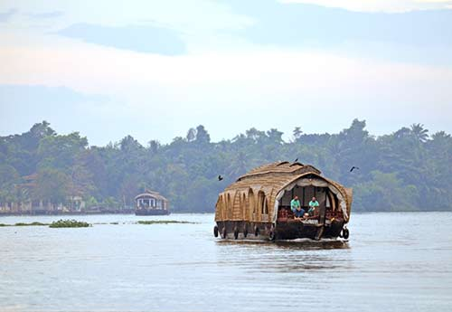 houseboat river-AsiaPhotoStock