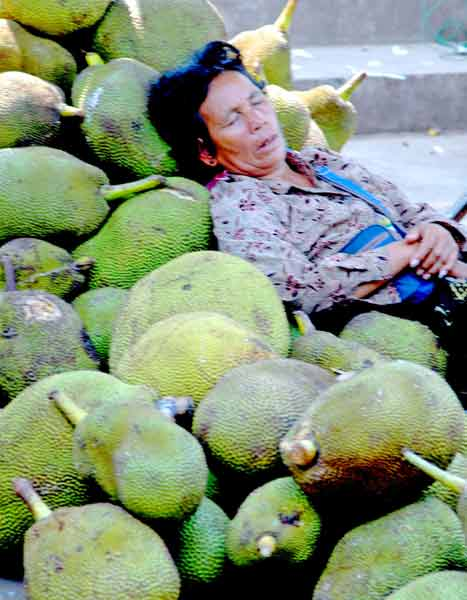 woman and jackfruit-AsiaPhotoStock