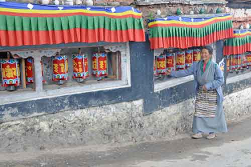 lady prayer wheel-AsiaPhotoStock
