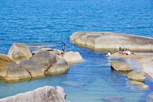 blue sea lamai rocks-AsiaPhotoStock