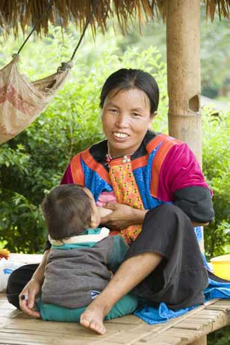 lisu breast feeding-AsiaPhotoStock