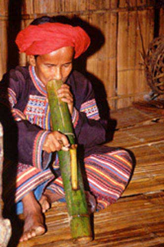 lisu man smoking-AsiaPhotoStock