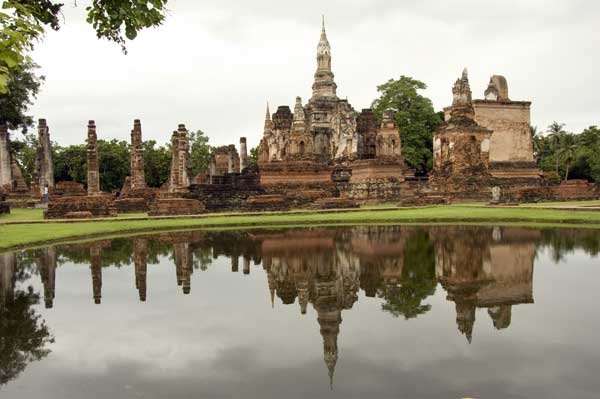 wat mahathat reflection-AsiaPhotoStock