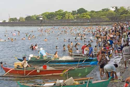 manila bay crowds-AsiaPhotoStock