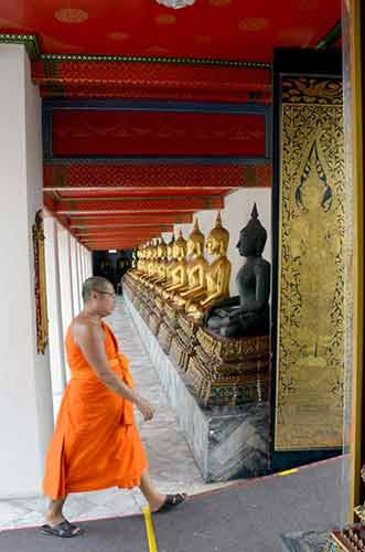 monk at wat pho bangkok-AsiaPhotoStock