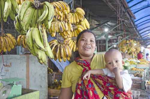 mother at banana stall-AsiaPhotoStock