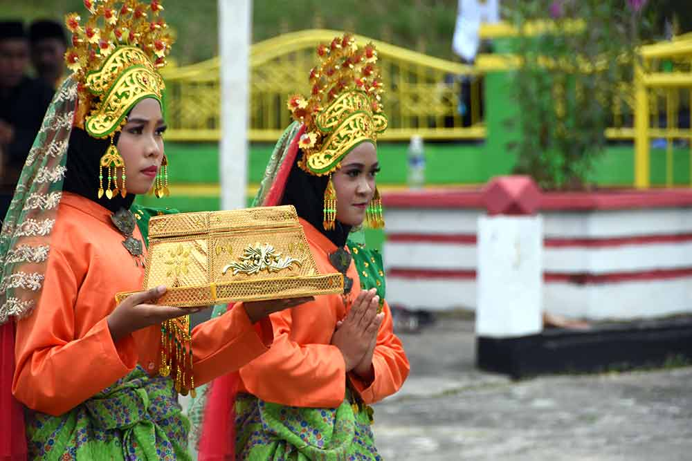 offering lingga-AsiaPhotoStock