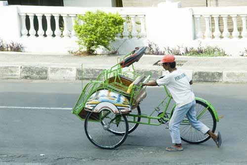 pushing becak-AsiaPhotoStock
