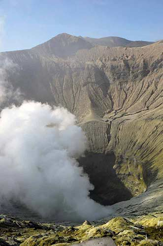steam bromo-AsiaPhotoStock