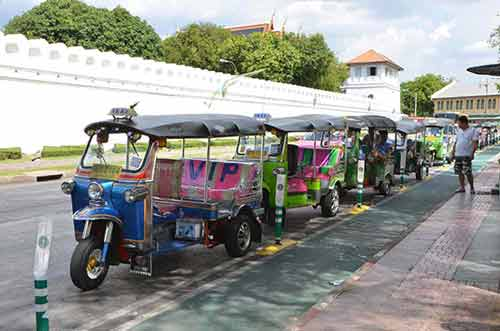 tuk tuk queue-AsiaPhotoStock