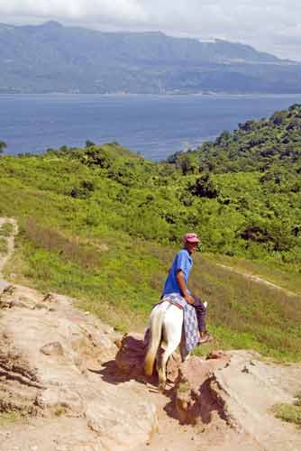 taal horse ride-AsiaPhotoStock