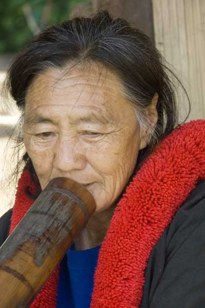 yao smoking pipe-AsiaPhotoStock