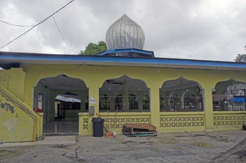 yellow mosque-AsiaPhotoStock