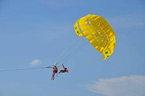 yellow paraglider-AsiaPhotoStock