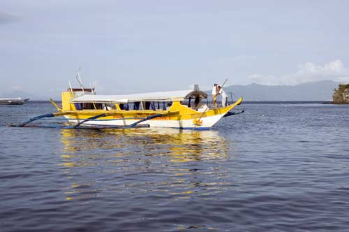 yellow pump boat-AsiaPhotoStock